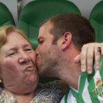 Rafael van der Vaart brought his grandmother to his Real Betis unveiling