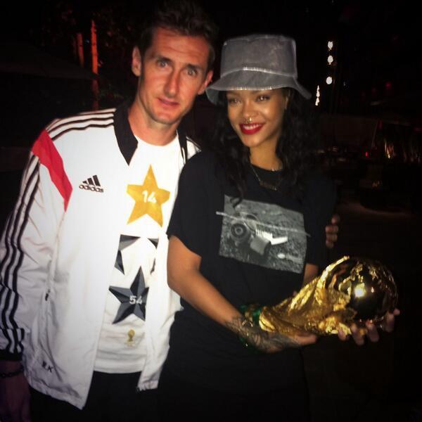 (@Rihanna)