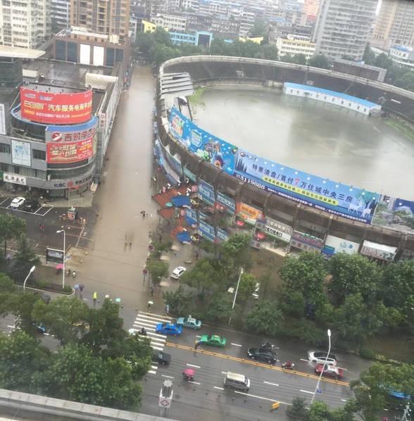 hubei-stadium-transforms-into-swimming-pool-following-torrential-rains-3