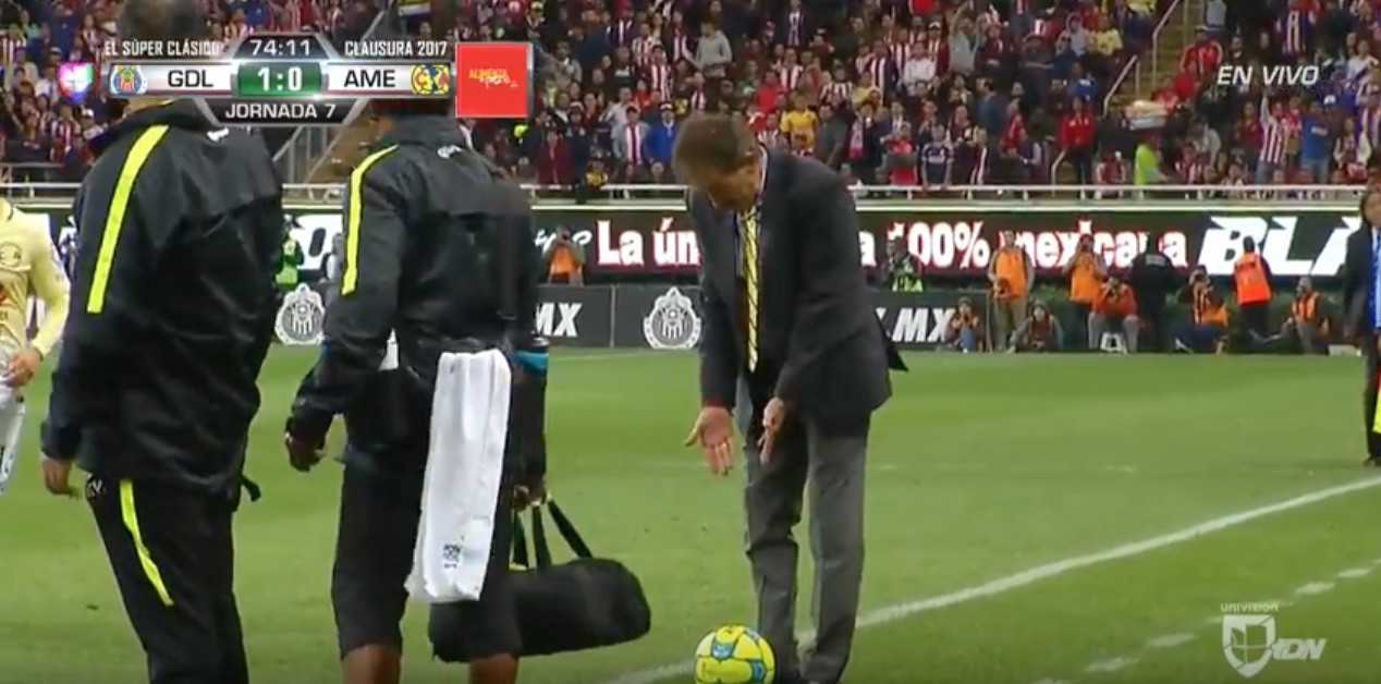 Club America Manager Sent Off For Tripping Chivas Player During Clasico Nacional Howler Magazine