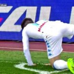Napoli's Dries Mertens celebrates goal like a dog peeing on corner flag
