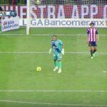 Chivas' Carlos Fierro performs sneak attack on goalkeeper to score late winner