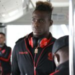 Mario Balotelli does knee slide through airport metal detector, beats Lille
